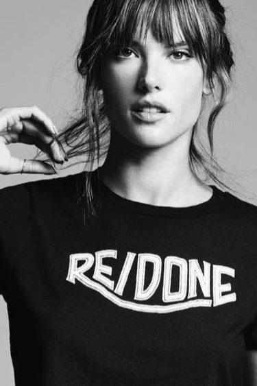 Alessandra Ambrosio con una camiseta de Re/Done la nueva colección primavera/verano 2017