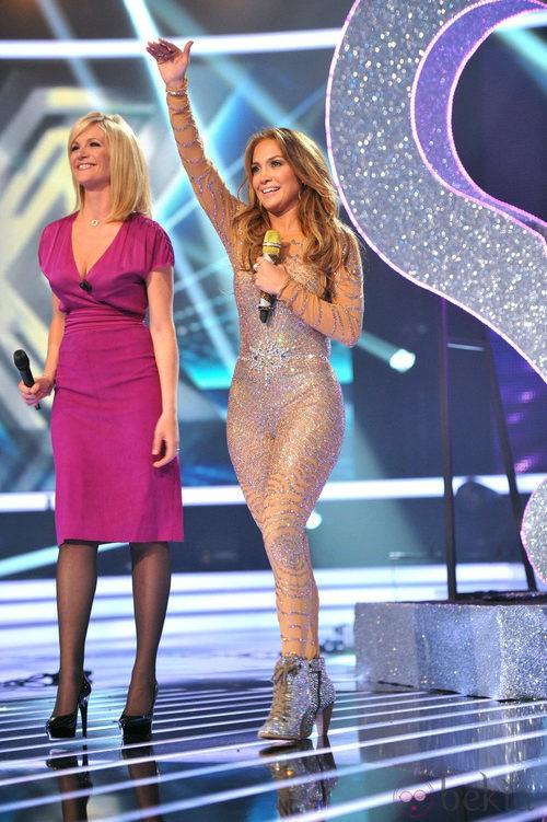 Jennifer Lopez con un jumpsuit de paillettes