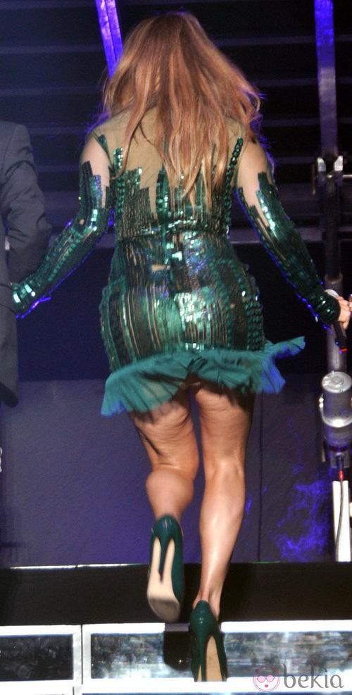 Jennifer Lopez cantando en uno de sus conciertos