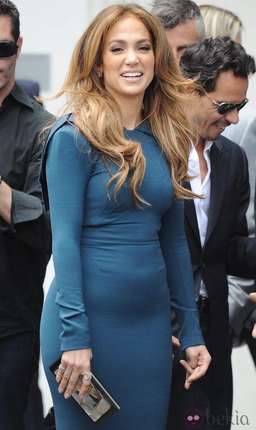 Jennifer Lopez con un vestido ajustadísimo