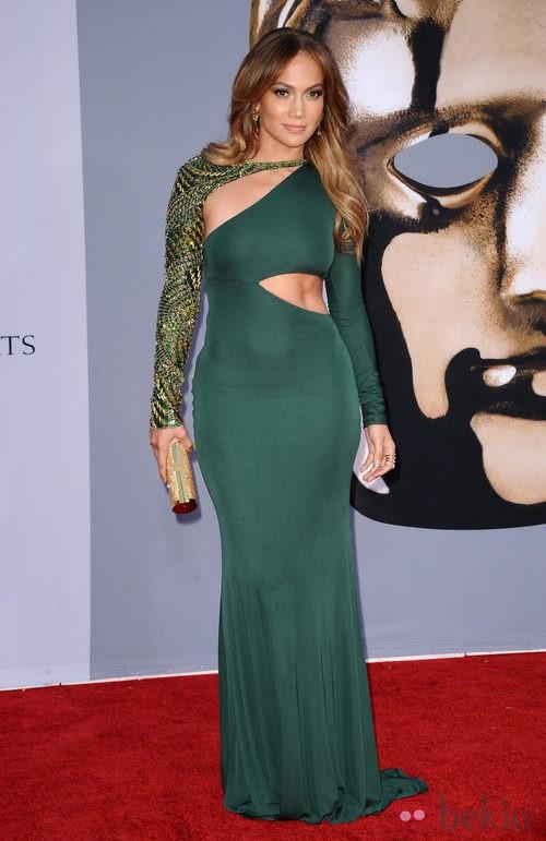 Jennifer Lopez de verde, con un vestido asimétrico