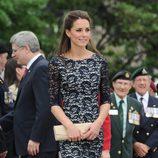 La duquesa de Cambridge con un vestido de encaje de Erdem
