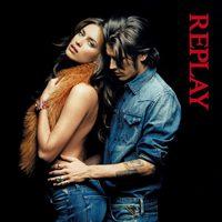 Irina Shayk y Vinnie Woolston posan con la colección otoño/invierno 2011-12 de Replay