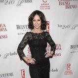 Jennifer Love Hewitt con un vestido de encaje negro