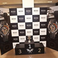 Podio de Boss Watches en la presentación del reloj Boss Racing de F1