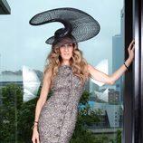 Sarah Jessica Parker con un enorme sombrero