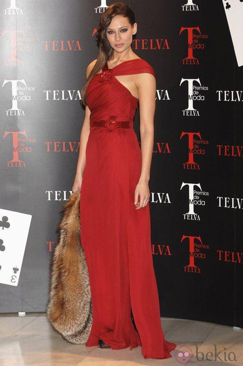Eva González con un vestido de noche rojo