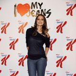Eva González con jeans y camiseta negra
