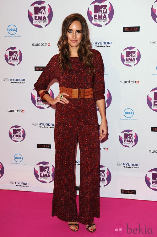 Look de Louise Roe con un mono burdeos en los MTV EMA 2011