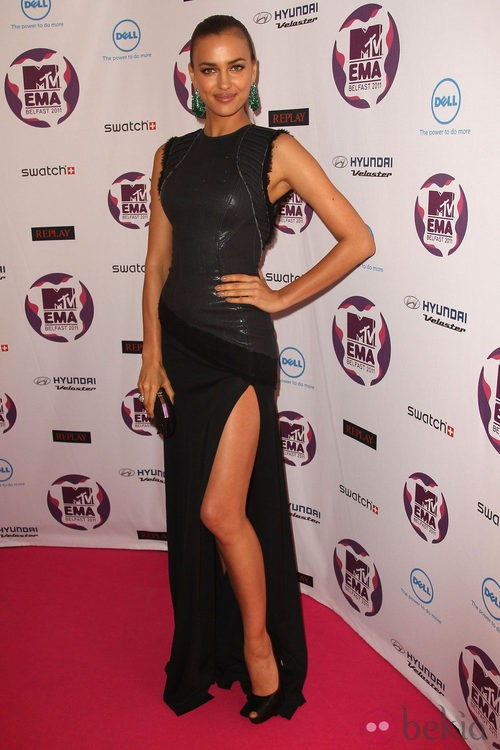 Look de Irina Shayk con un vestido negro en los MTV Europe Music Awards 2011