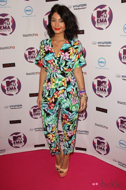 Look de Yasmin con un colorido mono en los MTV Europe Music Awards 2011