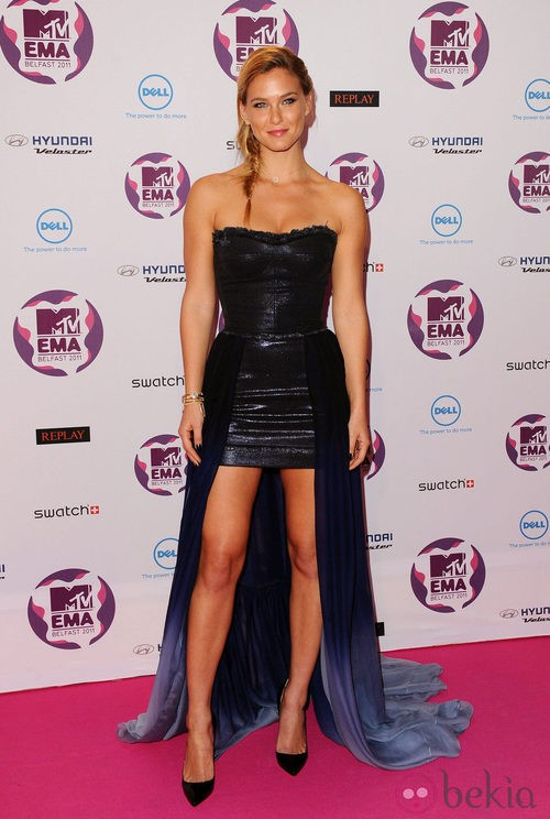 Look de Bar Refaeli en los MTV Europe Music Awards 2011