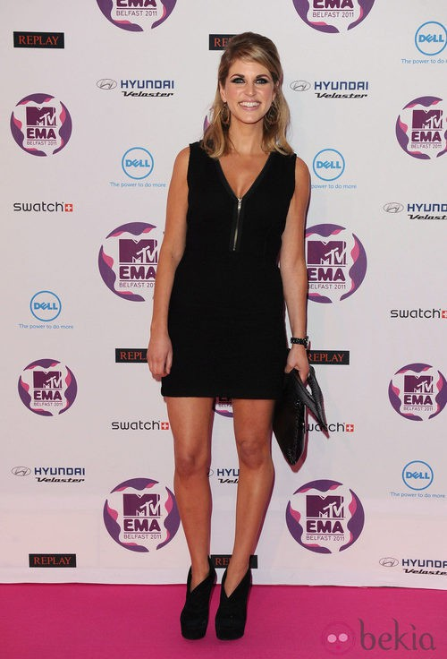 Look de Amy Huberman con un vestido negro en los MTV Europe Music Awards 2011