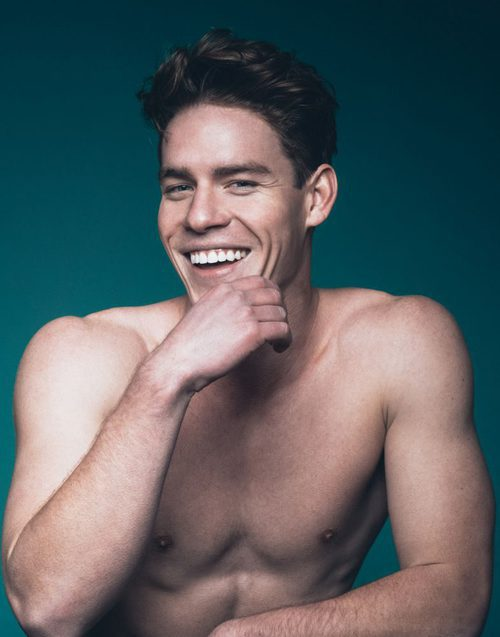 Tyler Clinton posando para el lookbook de la agencia de modelos IMG