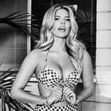 Natasha Oakley con un bikini vintage de Guess primavera/verano 2017