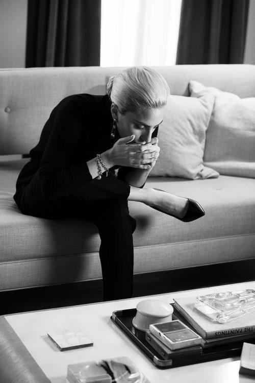 Lady Gaga posando como imagen de la colección 'City Hardwear' de Tiffany & Co.