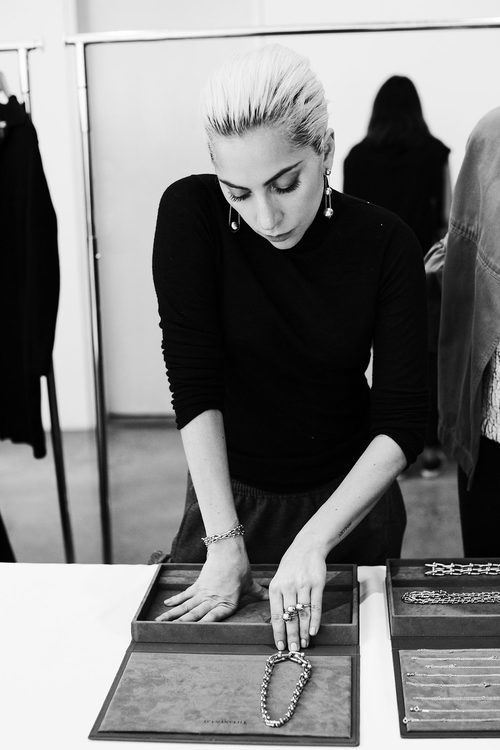 Lady Gaga con las joyas de Tiffany & Co. en su colección 'City Hardwear'