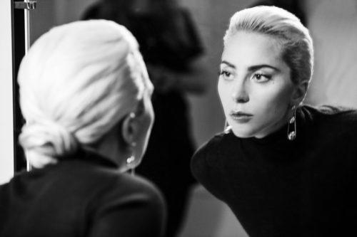 Lady Gaga con unos pendientes de la colección 'City Hardwear' de Tiffany & Co.