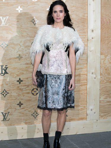 Jennifer Connelly con un vestido bicolor en una cena organizada por Louis Vuitton