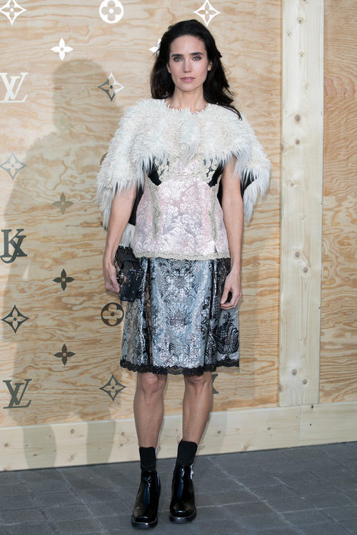 Jennifer Connelly con un vestido bicolor en una cena organizada por Louis Vuitton
