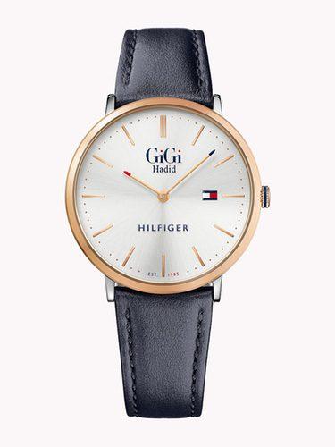 Reloj con correa azul de Gigi Hadid para Tommy Hilfiger primavera/verano 2017