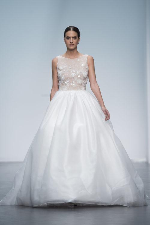 Vestido romántico de Hannibal Laguna en la Madrid Bridal Week 2017