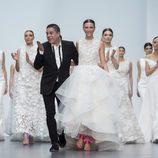 El diseñador Hannibal Laguna en el desfile de su firma en la Madrid Bridal Week 2017