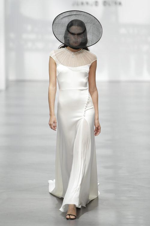 Vestido de novia de seda de Juanjo Oliva en la Madrid Bridal Week 2017
