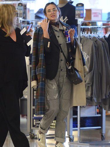 Demi Moore con una superposición de capas en Nueva York