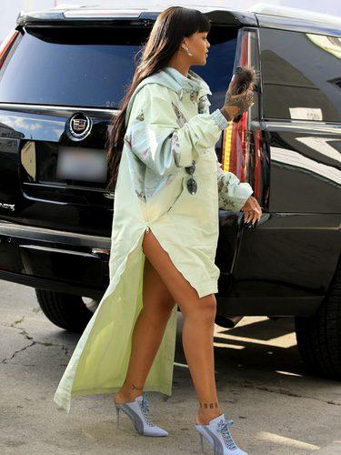 Rihanna con unos tacones de Puma en Los Ángeles