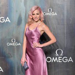 Pixie Lott con un vestido lencero en la fiesta del 60 aniversario de Omega en Londres