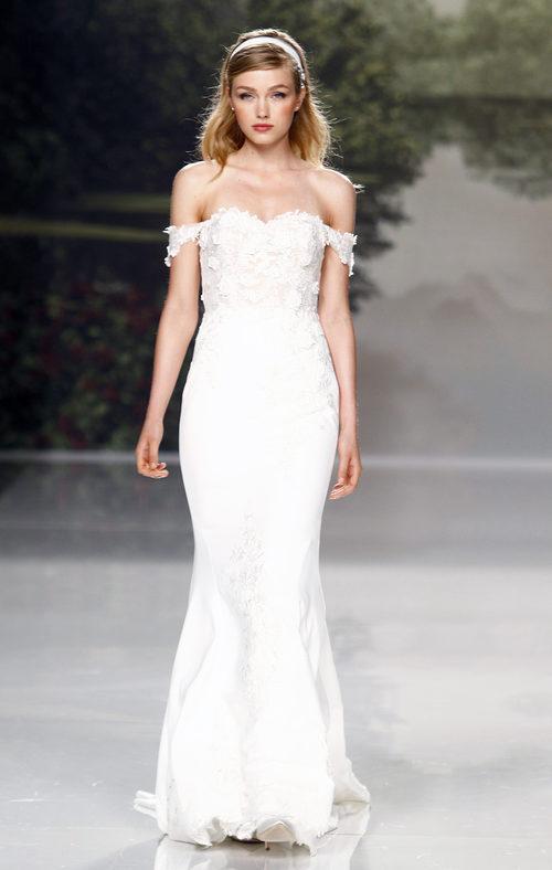 Vestido de escote bardot de St. Patrick colección 2018 en la Barcelona Bridal Week