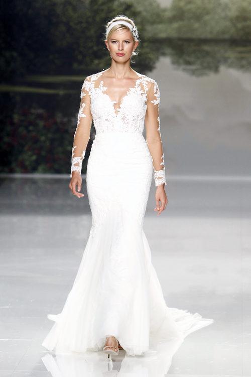 Karolina Kurkova con un vestido marcado de St. Patrick colección 2018 en la Barcelona Bridal Week