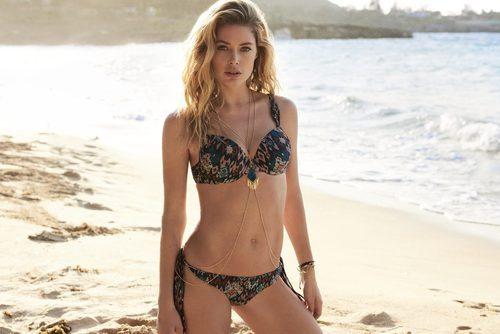 Doutzen Kroes con un bikini estampado de su propia colección primavera/verano 2017 para Hunkemöller