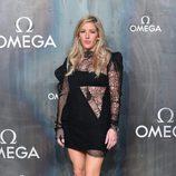 Ellie Goulding con un vestido negro en el 60 aniversario de la firma Omega en Londres