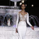 Vestido con pecho de encaje de la colección 2018 en en la Barcelona Bridal Week