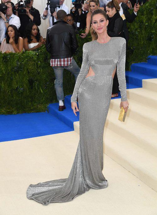 Gisele Bündchen en la Gala del MET 2017 con un vestido de Stella McCartney