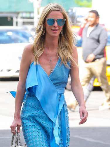 Nicky Hilton con un vestido asimétrico de Diane von Furstenberg