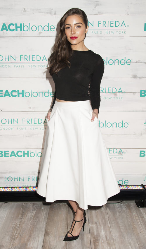 Olivia Culpo con un look lady en un evento de BeachBlonde Collection en 2015