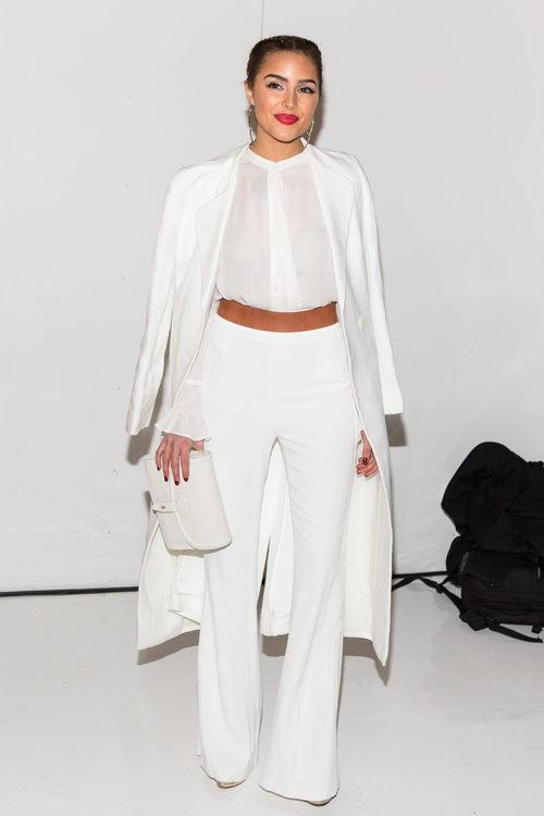 Olivia Culpo con un total white en un evento de la firma Aquazzura en 2016
