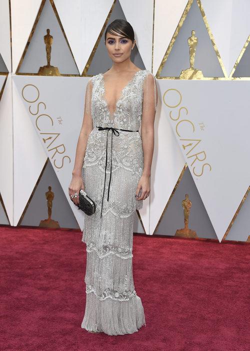Olivia Culpo con un vestido de Marchesa en los Premios Oscar 2017