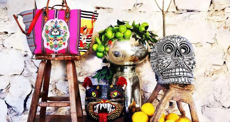 Modelos de la colección 'Mexicaba!' realizada por artesanas mayas para Christian Louboutin