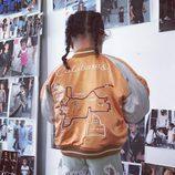 North West luciendo una bomber de la primera colección de The Kids Supply de Kim Kardashian y Kanye West