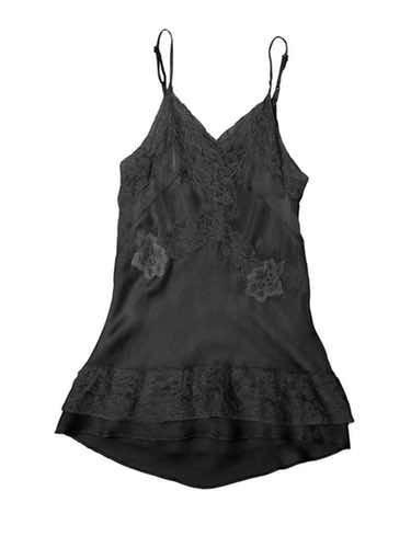 Vestido negro con encaje de la primera colección de The Kids Supply