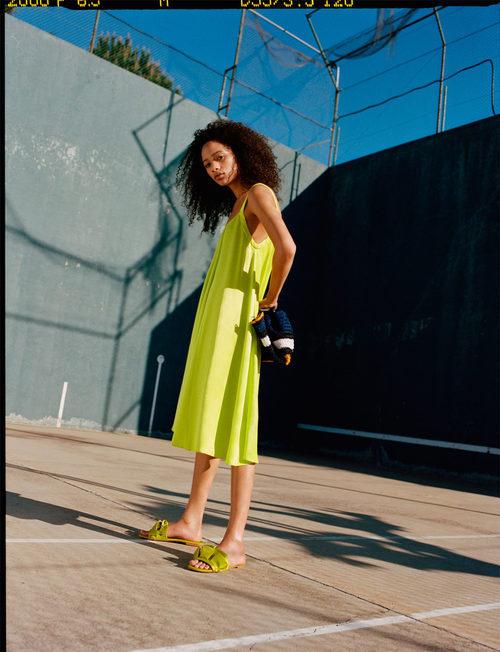 Vestido flúor de la colección primavera/verano 2017 de Zara TRF