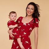 Vestido color rojo con flores de la nueva colección para madres e hijas de la firma Reformation