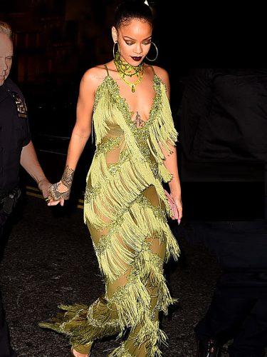Rihanna con un jumpsuit verde de L'Impasse en la fiesta de los MTV Music Awards 2016