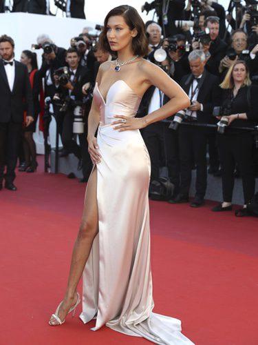 Bella Hadid opta por un Alexander Vauthier para la ceremonia inaugural del Festival de Cannes 2017