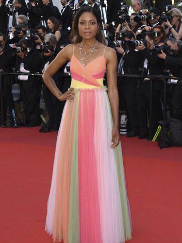 Naomi Harris con un vestido multicolor de Gucci en la gala inaugural del Festival de Cannes 2017