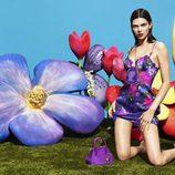 Kendall Jenner con un conjunto floral para la nueva colección de La Perla